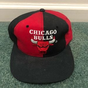 c9fcdc74b36 Accessories - Vintage chicago bulls SnapBack 90s color block
